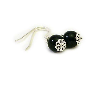 Klassiska svarta örhängen i agater. Silverkrok.