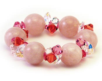 Mycket vackert armband med 16,5-17mm stora rosa lotuskulor och kristaller.