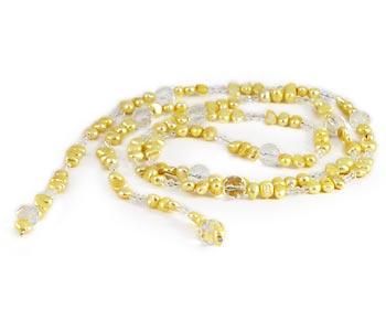Pärlhalsband i gula odlade sötvattenpärlor och halvädelstenar. Pärlstorlek ca. 8-9 mm.
