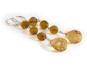 Snygga örhängen i gula facetterade halvädelstenar.