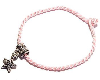 Trådarmband på nätet. Längd 16-17 cm.