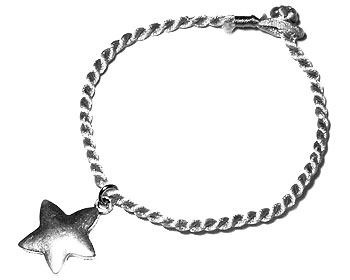 Stjärnarmband. Längd 16-17 cm.