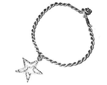 Armband med smycke. Längd 16-17 cm.