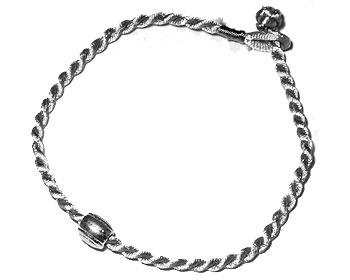 Armband. Längd 16-17 cm.