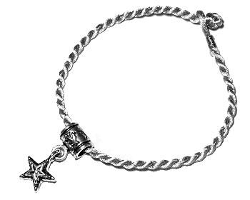 Armband med hänge. Längd 16-17 cm.