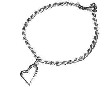 Armband med hjärta. Längd 16-17 cm.