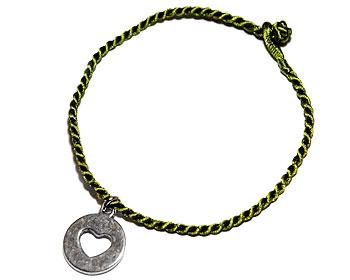 Grönt armband på nätet. Längd 16-17 cm.