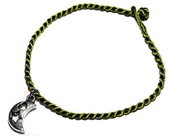 Grönt armband. Längd 16-17 cm.