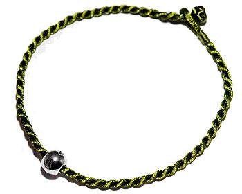 Billigt grönt armband. Längd 16-17 cm.