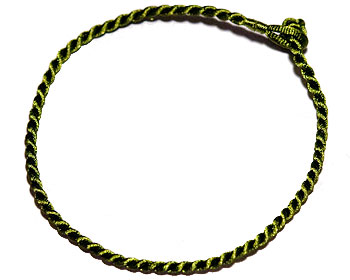 Grönt trådarmband online. Längd 16-17 cm.