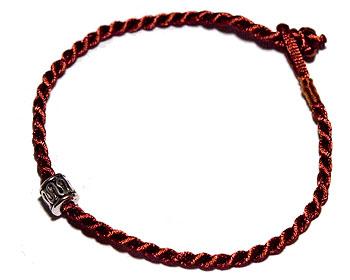 Billigt armband på nätet. Längd cirka 16-17 cm.