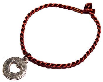 Trådarmband online. Längd cirka 16-17 cm.