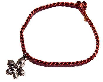 Armband med hänge. LÄngd cirka 16-17 cm.