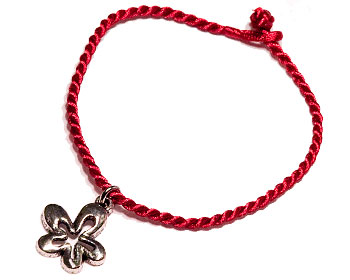 Rött armband på nätet.Längd cirka 16-17 cm.