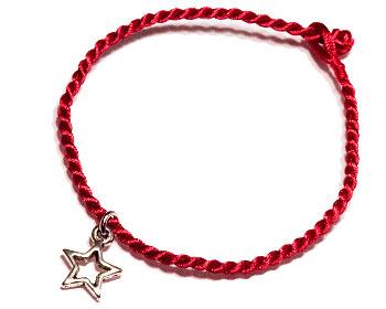 Armband med stjärna. Längd cirka 16-17 cm.