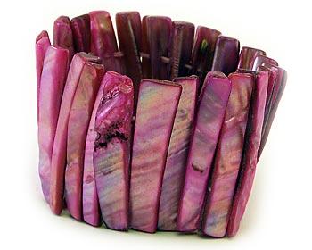 """Armband i pärlemor. Armbandet är gjort med stretchtråd.  </br></br> Bloggat om armbandet hos Kissemisse:</br> <b> <a href=""""http://www.nattstad.se/kissemisse/new-in-12264320"""" target=""""_blank""""> New In</a> </b>"""