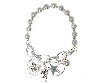 Armband från Dazzling med silverfärgade berlocker.