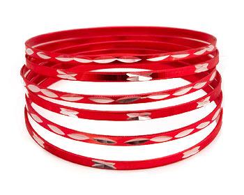 Armband. 6 stycken smala metallarmband. Omkrets cirka 21 cm.