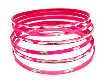 Armband tjej. 6 stycken armband med omkrets cirka 21 cm.