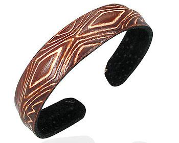 Armband online i läder. Bredd cirka 14 mm.
