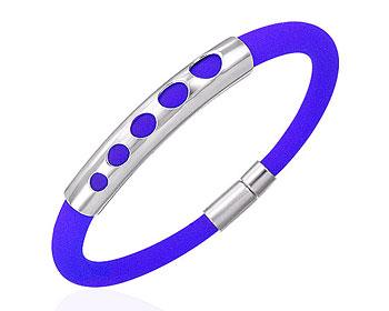 Armband till henne. Armbandet är gjort i stål och gummi.