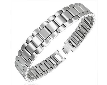 Armband i stål på nätet. Bredd cirka 13 mm.