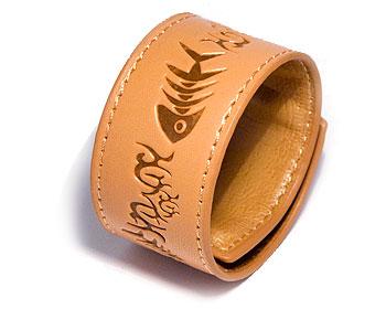 Billigt armband online. Mått cirka 3,4 x 44,5 cm. Obs ej läder.
