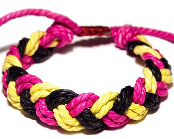 Trådarmband.