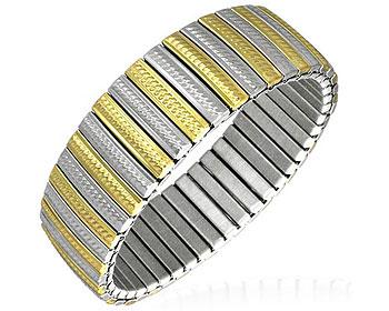 Töjbart armband i stål. Bredd cirka 18 mm, omkrets cirka 17 cm.