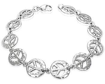 Armband i stål med fredsmärke. Bredd cirka 14 mm, längd cirka 22 cm.