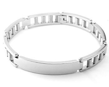 Armband i stål. Längd cirka 22 cm, bredd cirka 1 cm.