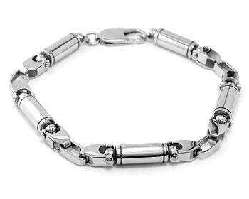 Armband i stål på nätet. Längd cirka 21.5 cm, grovlek cirka 6 mm.