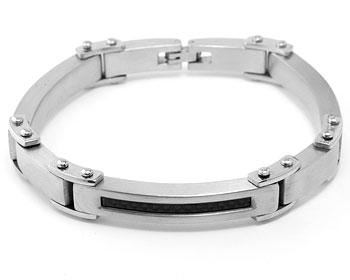 Armband på nätet. Längd cirka 21 cm, bredd cirka 1 cm.