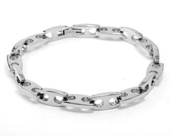 Armband med länkar. Längd cirka 22 cm, grovlek cirka 6,5 mm.