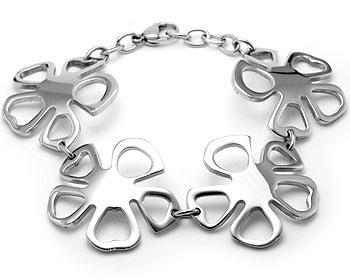 Fint armband i stål. Bredd cirka 3 cm. Varierbar längd cirka 18,5-21 cm.