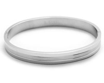 Stelt armband online. Kirurgiskt stål. Öppningsbart. Bredd cirka 8 mm, omkrets cirka 18.5 cm.