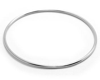Armband i stål. Diameter cirka 64 mm.