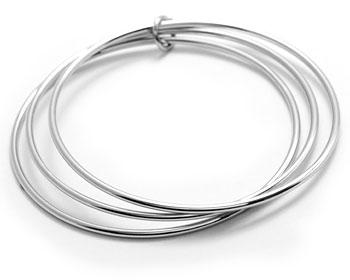 Stålarmband till tjej. Diameter cirka 64 mm.