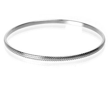 Stelt armband i stål. Bredd cirka 3 mm.