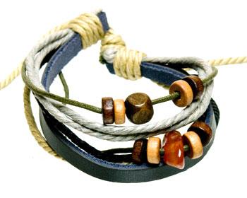 Armband i läder online. Varierbar längd.