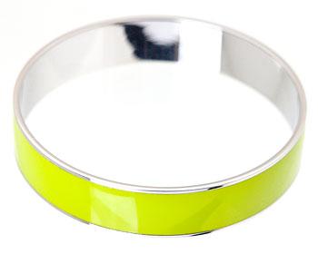 Armband i stål. Bredd 13 mm.