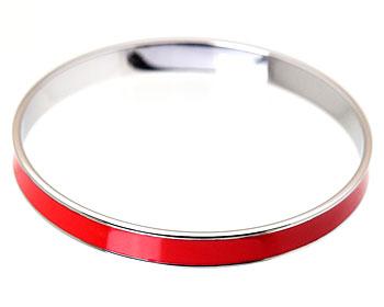 Rött armband i stål. Bredd 7 mm.