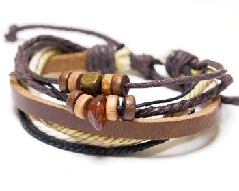 Läderarmband med varierbar längd.
