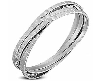 Armband i stål. Armbandet består av 5 stycken ihopsatta , stela stålarmband. Respektive armband är cirka 4 mm breda. Omkretsen är cirka 21 cm.
