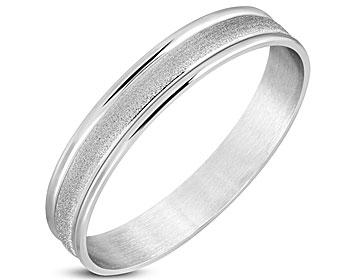 Stelt armband i stål. Bredd cirka 12 mm. Omkrets cirka 20 cm.