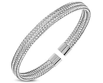 Stålarmband. Bredd cirka 7 mm.  Omkrets cirka 16,5 cm.