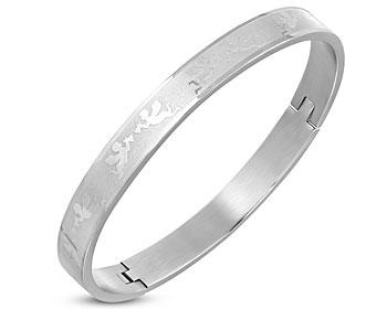 Bangle armband i stål. Omkrets cirka 19 cm och bredd cirka 8 mm.