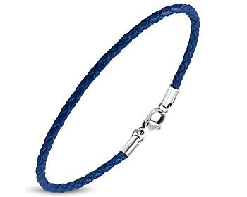 Blått läderarmband, flätat. Längd cirka 20 cm.