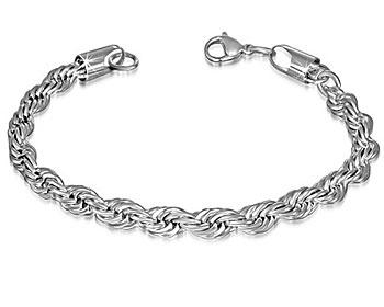 Tvinnat armband i stål. Mått cirka 22 cm x 6.5 mm.