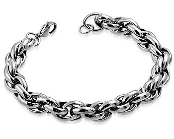 Grovt armband i stål. Mått cirka  23 cm x 11 mm.